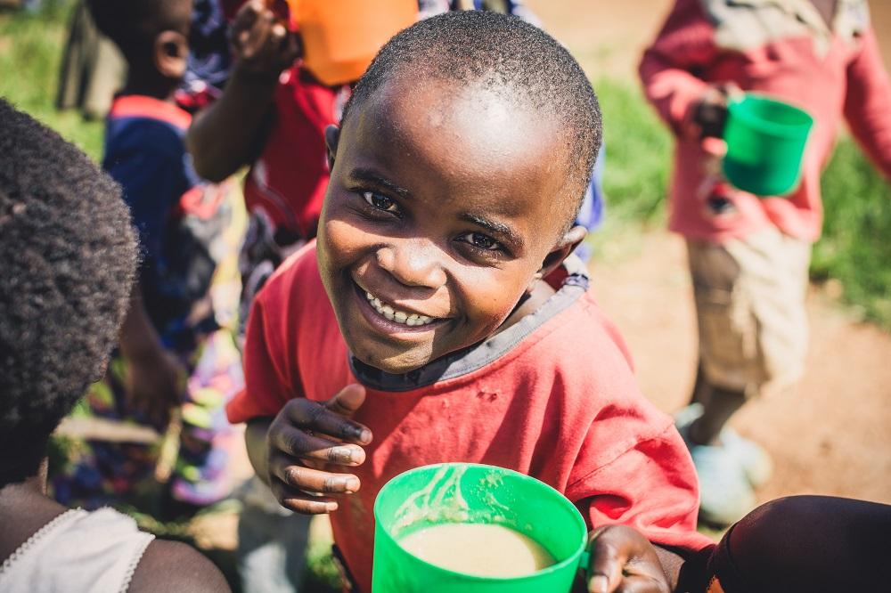 Kindern eine warme Mahlzeit schenken - Dzaleka Refugee Camp Malawi